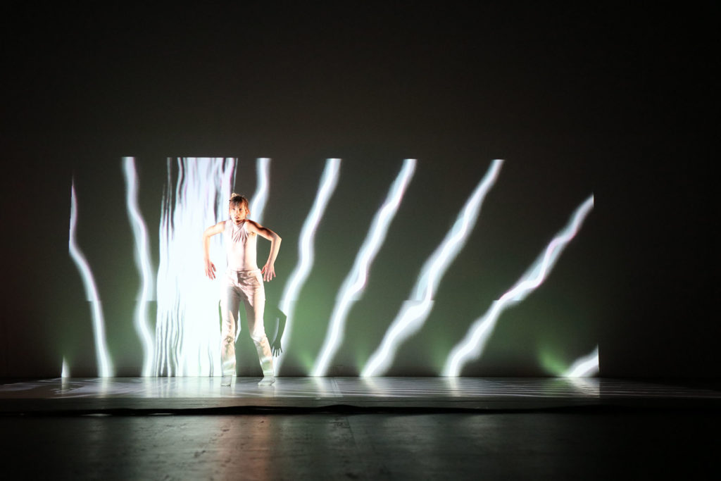 Grace-and-the-Color-of-Sound-eav6-festival-creations-originales-preformance-av-masterclass-video-mapping-bordeaux-3