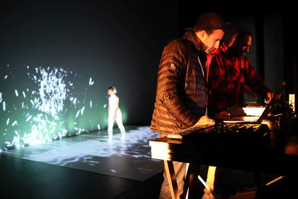 Grace-and-the-Color-of-Sound-eav6-festival-creations-originales-preformance-av-masterclass-video-mapping-bordeaux-5